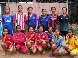 カンボジア裸足の女子サッカーチーム100人にシューズを届けよう