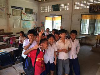 教材が不足するカンボジアの子ども達に2000冊の絵本を届けます!
