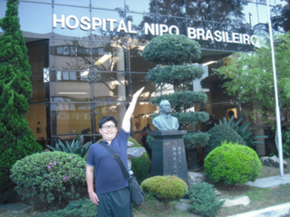 サンパウロの日伯友好病院へ入院中の児童に日本の文房具を。