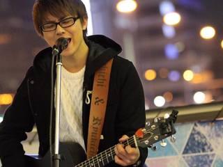 全国路上ライブを行った尼丁隆吉が初めてのフルアルバムを制作!