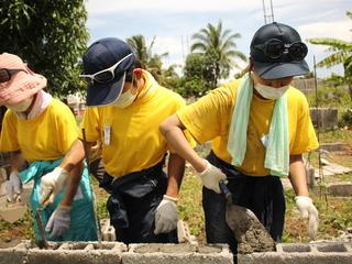 東京の学生がインドネシアで家を建てるお手伝いをします!