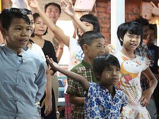 舞台から伝える~ミャンマーの障がい者の想い~