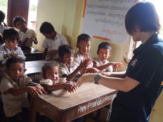 看護学生としてカンボジアで子どもの健康意識の向上を手伝いたい