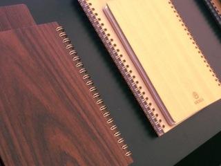 大切な方への贈り物に!木のノートに名前を刻印する機械を購入!
