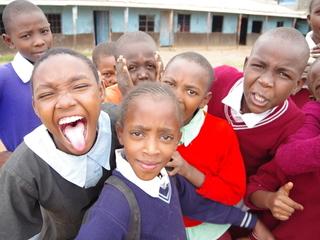 ケニアのスラム街に安心して本5000冊が読める図書館を作りたい!