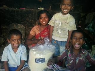 日本でカバンを売ってインドの貧しい家族にお米を届けたい!
