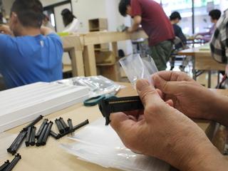 兵庫県尼崎で、障害のある方々が和菓子を包む仕事を実践!