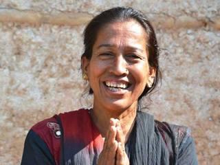 ネパールの女性に笑顔の仕事を!家族を支えるリップバーム作り