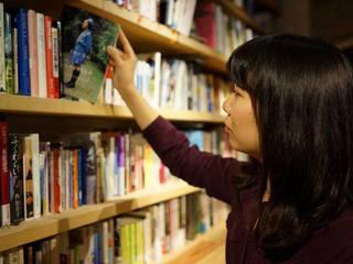 表参道ヒルズに、人と本が出会い、お酒も飲める図書室がオープン