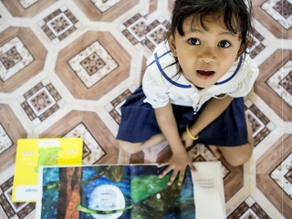まだ本を知らないアジアの子どもたちへ10万冊の絵本を届けたい!