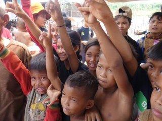カンボジア水上生活村の子どもたち100人に、小学校を!