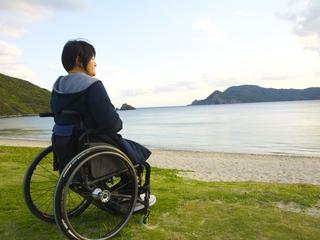 車椅子で気軽な旅!世界初のバリアフリーマリンスポーツ宿泊施設