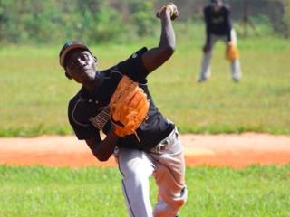 ウガンダの少年が野球留学!日本で野球と自分を成長させる体験を