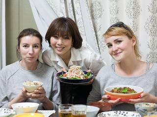 """世界中の旅人と食卓を囲む""""HOME VISIT""""活性化プロジェクト!!"""