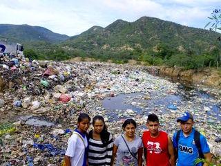 南米ボリビアで資源ごみを回収する軽トラックを購入したい