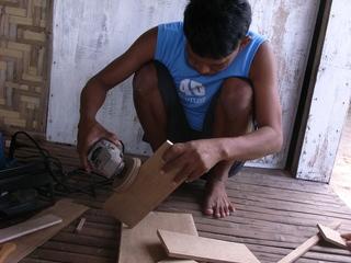 「カオハガン島」に住む島民の自立支援のために木工房を作りたい
