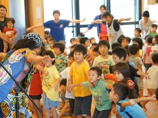 熊本地震でストレスを抱えた子どもをアフリカンダンスで元気に!