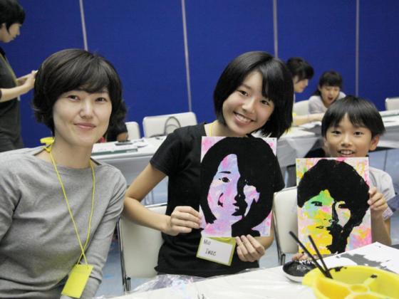 国際交流展を成功させ、子どものアートの目を育てたい