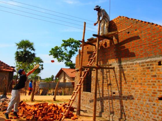 スリランカに「安心して暮らせる家」を建てる!大学生の挑戦!