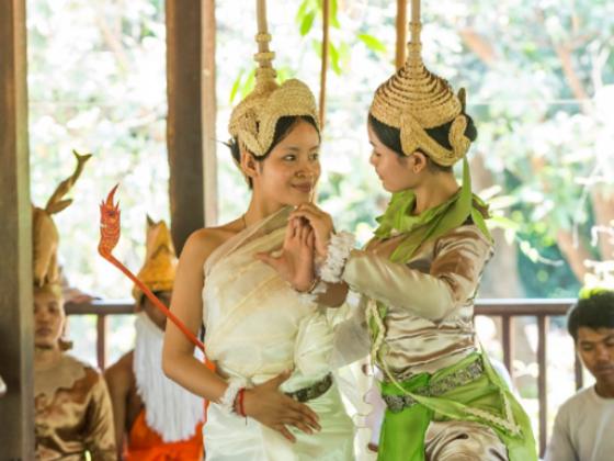 カンボジアの貧しい村の青少年が舞踊団に!国王絶賛の舞を日本へ