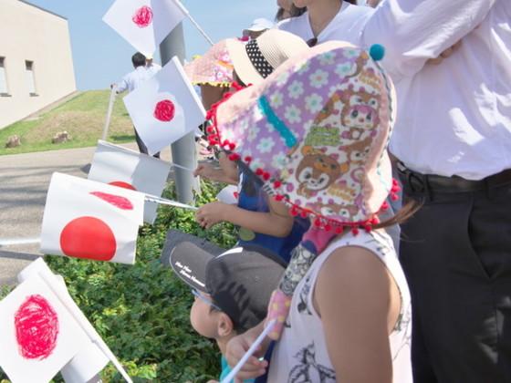 """皇室奉迎で活躍!手作り""""日の丸小旗""""8000本分の材料費を集めたい"""