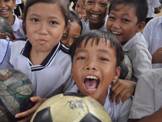 ベトナムの貧困街の子ども達にサッカースクールを提供したい!