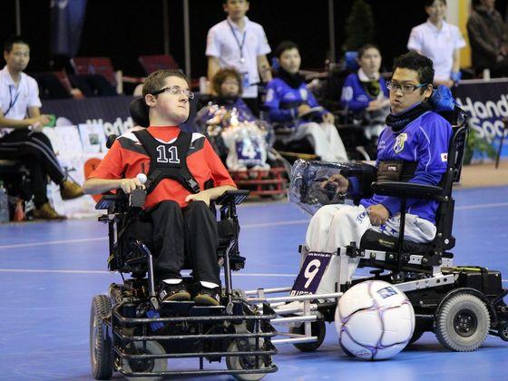 足が動かなくてもサッカーがしたい。電動車椅子サッカーの挑戦!