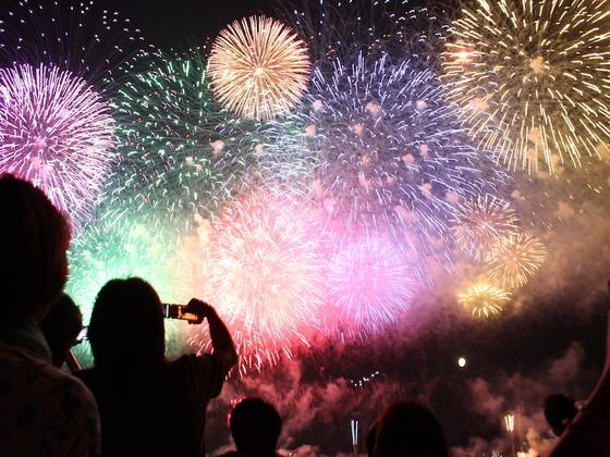 40年以上続く筑波大学「やどかり祭」の花火で新入生を歓迎したい