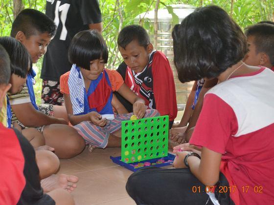 タイ農村部デング熱の危険がある学び場を防虫毛布で救いたい!