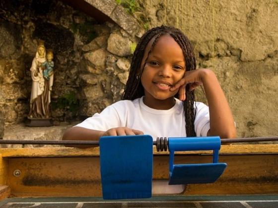 路上生活をするブラジルの子ども達が使うサッカー場を建設します