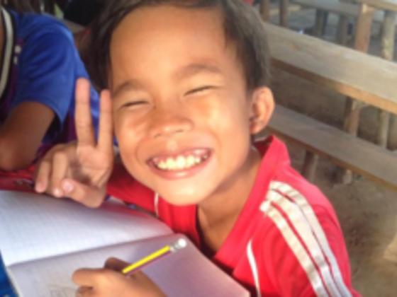 カンボジアの小さな村で雨風から守る安全な学び舎を作りたい!