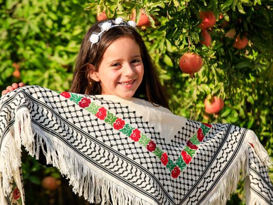 刺繍難民にならない!ガザ難民女性300人の尊厳を守るモノ作り