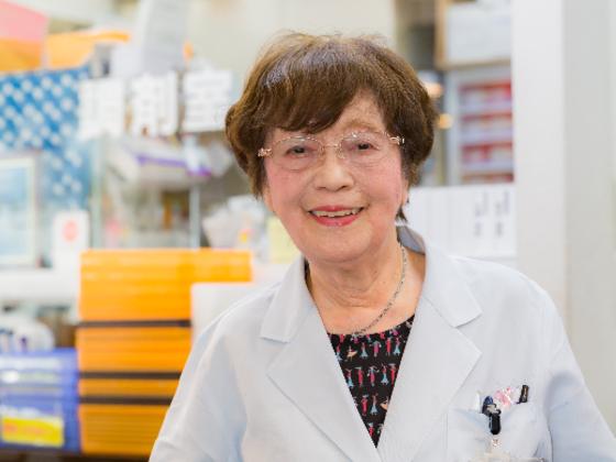 94歳の現役薬剤師。栄子先生の生涯を称えるために世界記録に挑戦