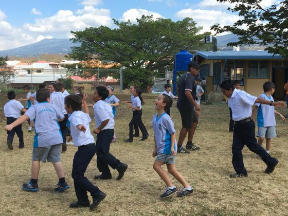 コスタリカの青少年に心と体の健康を。学校対抗スポーツ大会開催