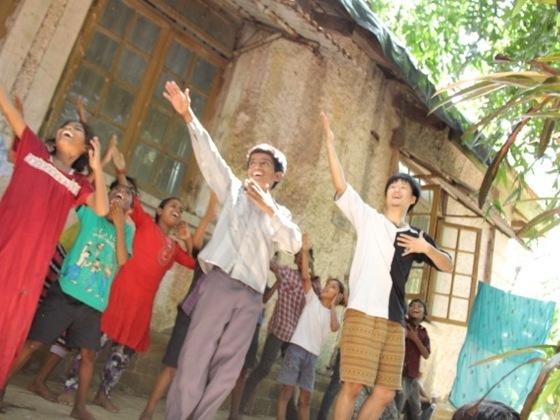「スラムの子ども達がスターに」歌って踊るステージを創りたい!