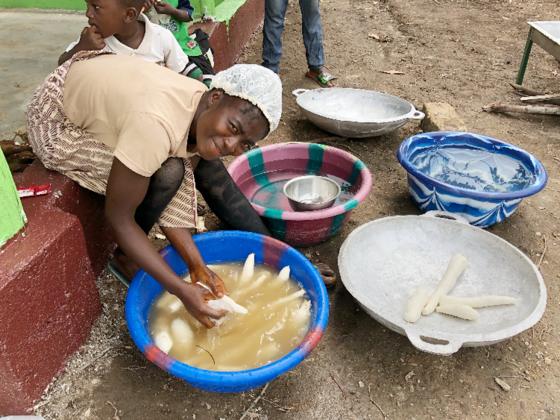 リベリア元子供兵に希望を!キャッサバ農園で自立をめざす!