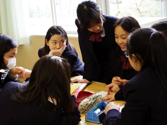 学校に導入するために、30ヵ国採用の教育プログラムガイド制作