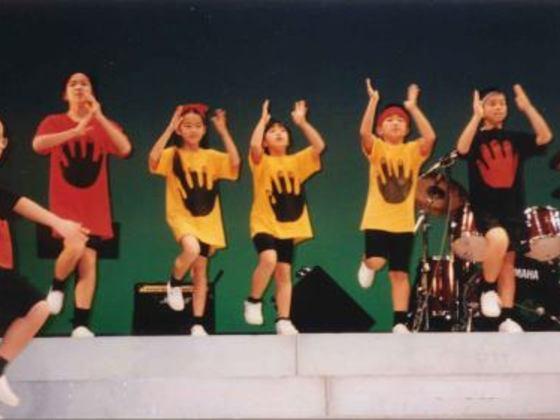 カンボジアでボディパーカッション教育DVDの英語版を無料配布