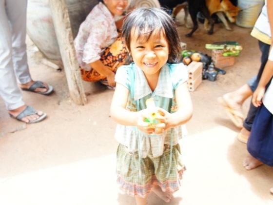 音楽の授業のないカンボジアの子供100人の音楽演奏会を開く!