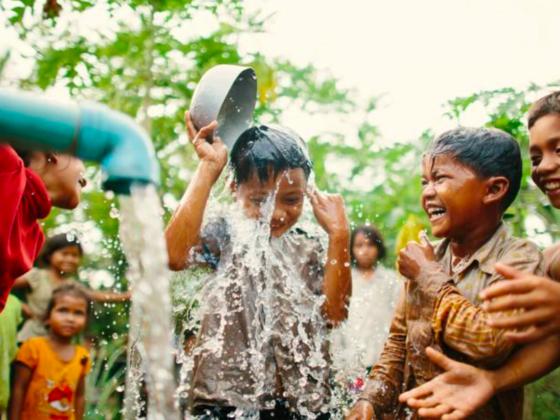 """85%の人が待つ""""透明""""な水。カンボジアの地方に安全な水を!"""