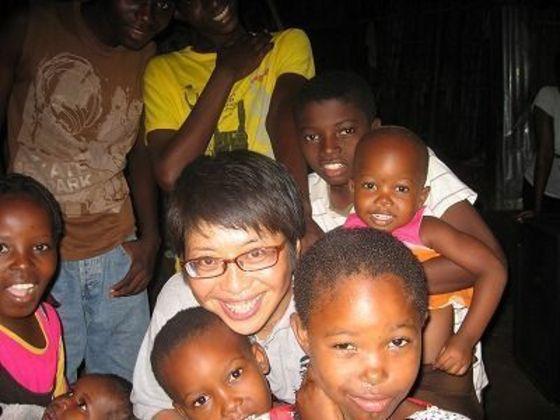 アフリカのスラムで一人の女性が寺子屋を建築中!完成させたい!