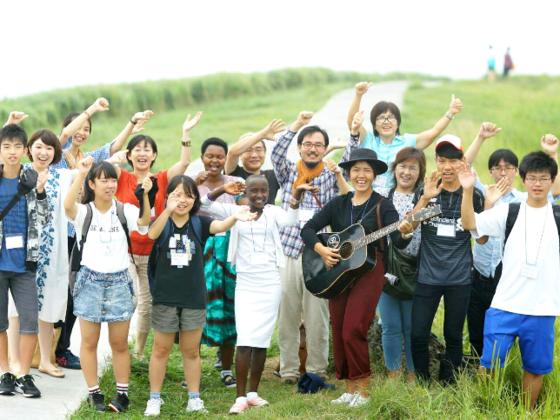 未来の五大陸合唱団、伊東で笑顔の交流祭!歌で世界がつながる!