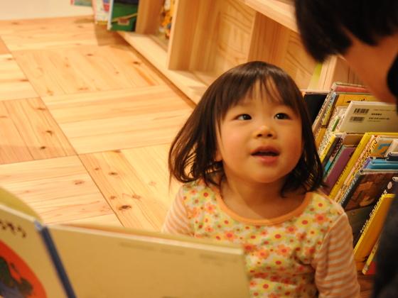 十津川村の「吉野杉」木の香る本立てにして、学校に届けよう!