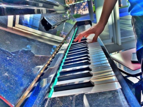 誰もがピアニストに!ショッピングモールにストリートピアノを!