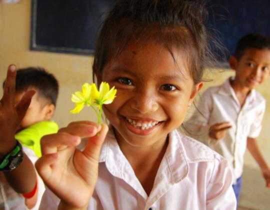 100人の生徒に1つの蛇口。カンボジアの子どもに綺麗な水を