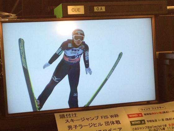 スリランカの少女のスキージャンプの五輪代表になりたいという夢を叶える