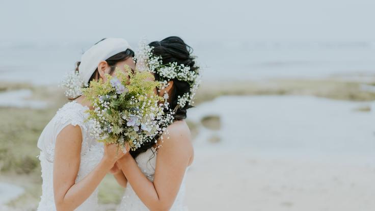 """""""好き""""にまっすぐ。沖縄で新たな選択 LGBTQフォトウェディング"""