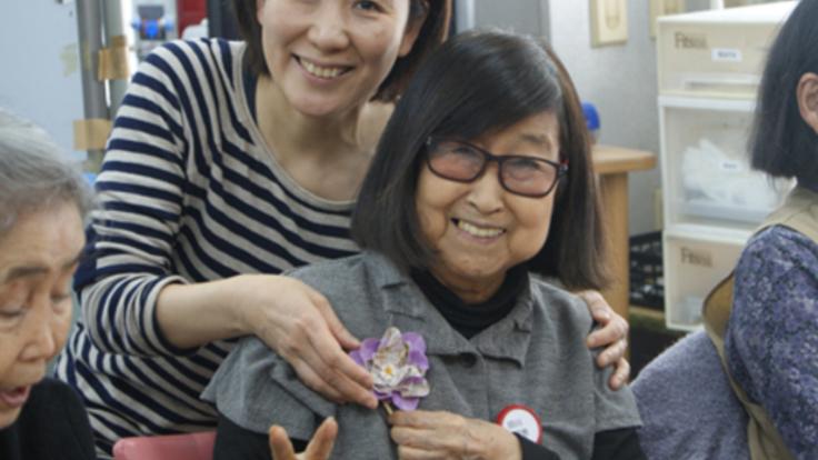 ご高齢でも障害があっても楽しめる-アートおり花かみ-を広めたい