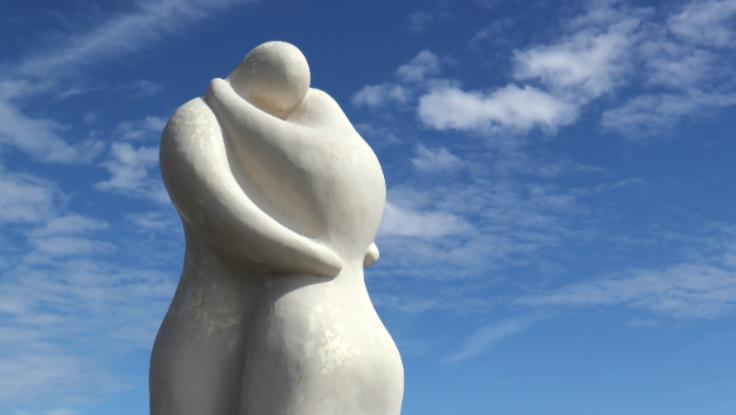 富山駅に、大理石彫刻のモニュメント「ラバーズ」を設置しよう!