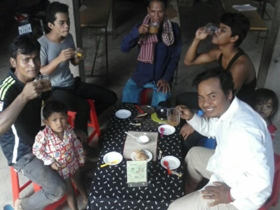 地域と個人に!カンボジアの町で交流と情報交換のカフェスペース